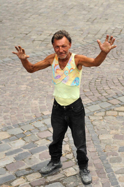 slaviks fashion fb 24 - <b>Мода Славика.</b> Фотосерия о львовском бездомном — в «Уровне цензуры» - Заборона