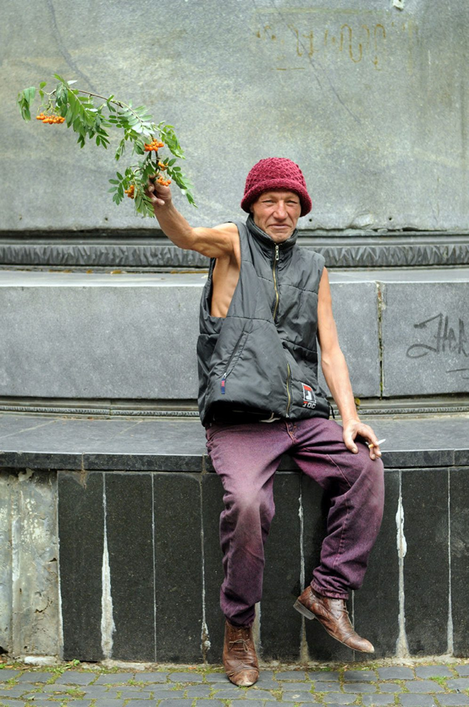 slaviks fashion fb 26 - <b>Мода Славика.</b> Фотосерия о львовском бездомном — в «Уровне цензуры» - Заборона