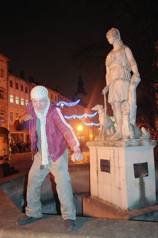 slaviks fashion fb 27 - <b>Мода Славика.</b> Фотосерия о львовском бездомном — в «Уровне цензуры» - Заборона
