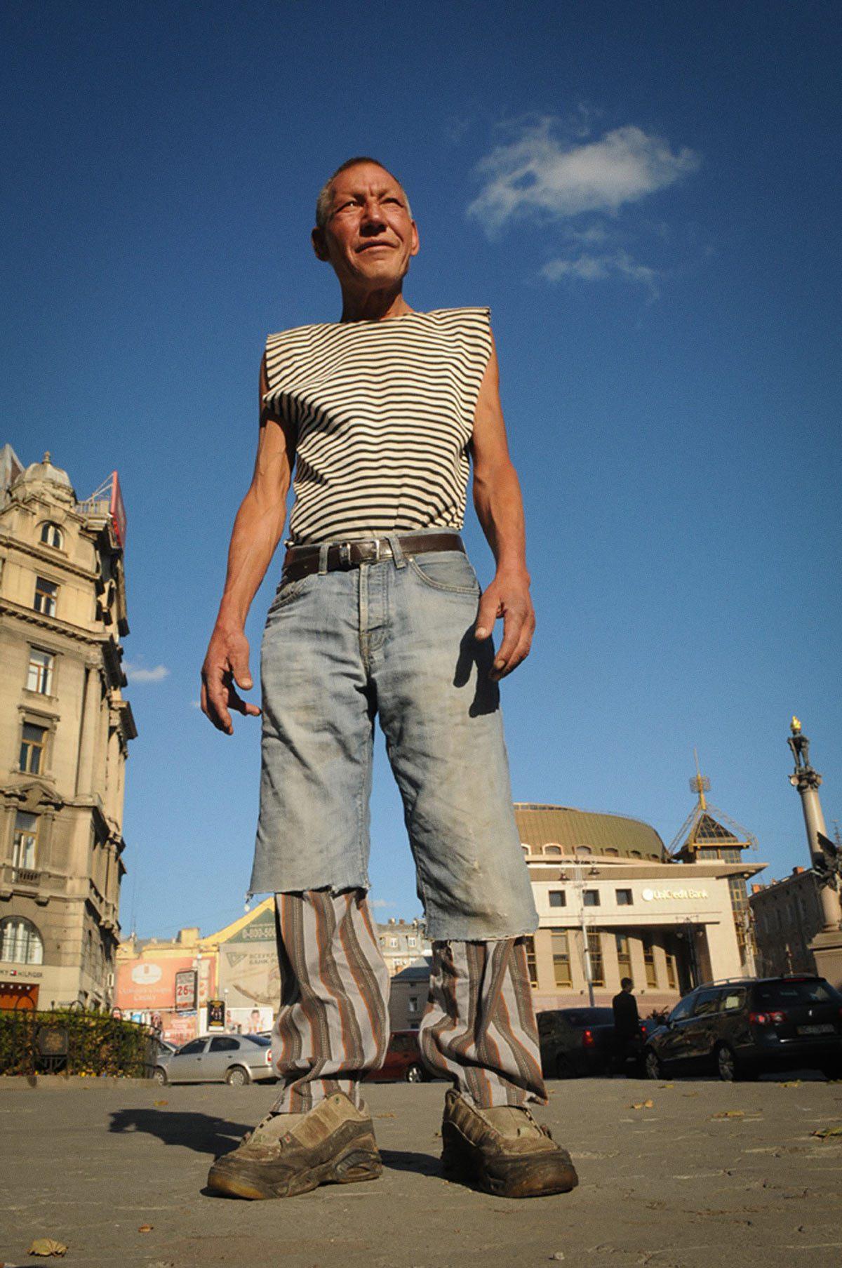 slaviks fashion fb 30 - <b>Мода Славика.</b> Фотосерия о львовском бездомном — в «Уровне цензуры» - Заборона