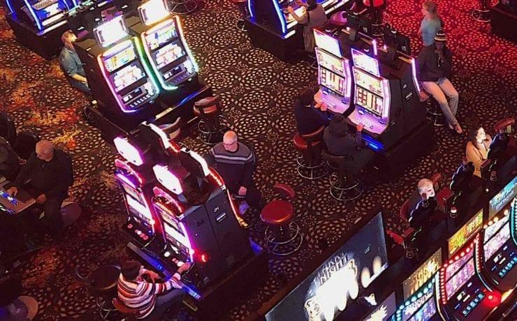 У Києві запрацювало перше легальне наземне казино. Заборона розповідає історію грального бізнесу в Україні