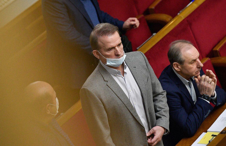 medvedchuk 1045531 - <b>Медведчуку и Козаку объявили подозрения в госизмене и разграблении ресурсов в Крыму.</b> Объясняем, о каких эпизодах идет речь - Заборона
