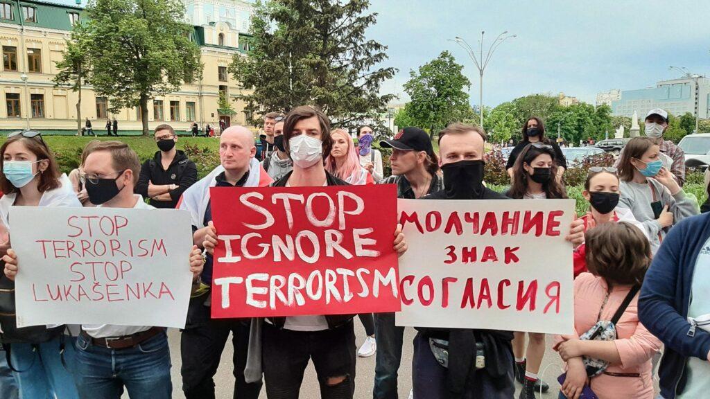 unair lukashenko 03 1024x576 - <b>Білорусь змусила сісти літак, щоби затримати опозиціонера.</b> Пояснюємо, чому це порушення законодавства, хоча таку практику використовують і інші країни - Заборона