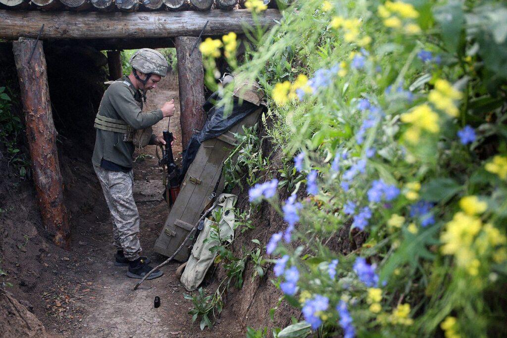 ato donbass war ukraine 1 1024x683 - <b>«Відповідаю на всі дзвінки — раптом син передзвонить».</b> Хто і як в Україні шукає зниклих безвісти на Донбасі - Заборона