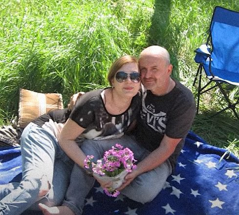 family arested in donbas 01 - <b>Що робити, якщо родича затримали в самопроголошених «ЛНР/ДНР».</b> Поради правозахисників і членів сімей полонених - Заборона