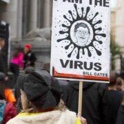 Корови та безкоштовне пиво: як держави стимулюють людей робити щеплення проти коронавірусу
