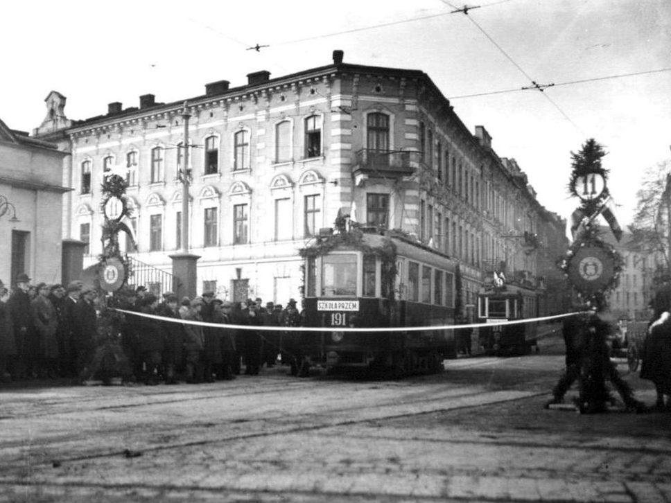 revitalization lviv 03 - <b>Лаунж-зона і перформанси замість цехів.</b> Як в українських містах закинуті заводи й депо перетворюють на креативні хаби - Заборона
