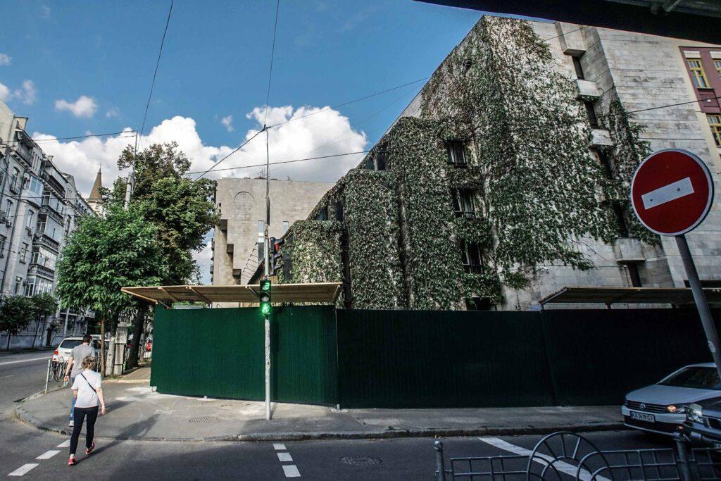 dsc07632 1024x683 - <b>«Квіти України».</b> В центре Киева снова разрушают здание, но называют это реставрацией - Заборона