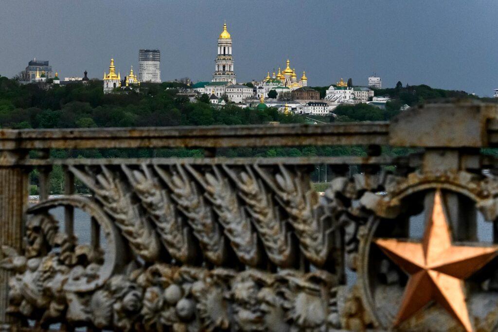 gettyimages 1211435801 1024x683 - <b>Міст Патона спричиняє транспортний колапс у Києві, але ремонтувати його не можуть.</b> Ось чому - Заборона