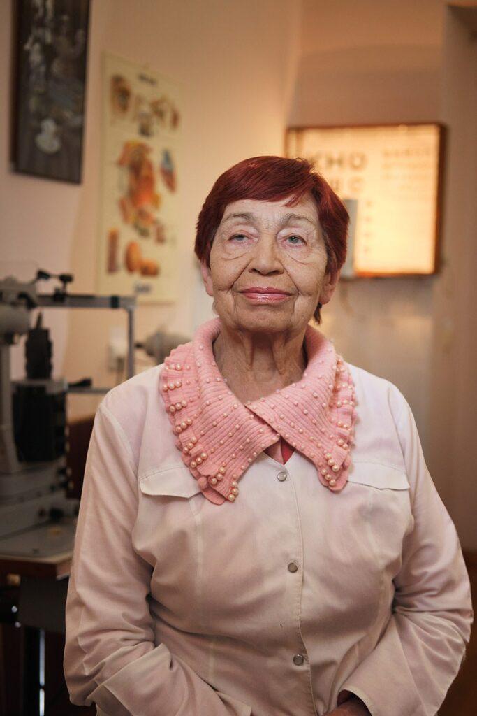 hallgrimsson doctor babushka 04 683x1024 - <b>Доктор Бабуся.</b> Офтальмологиня пів століття працює в Інституті офтальмології — фотоісторія Заборони - Заборона