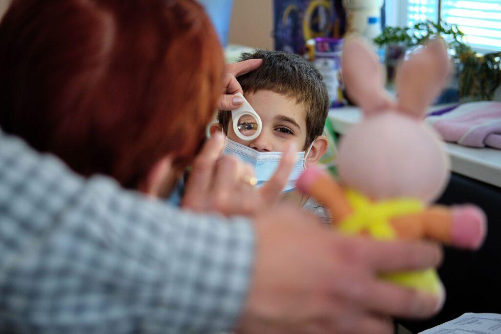 hallgrimsson doctor babushka 05 1024x683 - <b>Доктор Бабуся.</b> Офтальмологиня пів століття працює в Інституті офтальмології — фотоісторія Заборони - Заборона