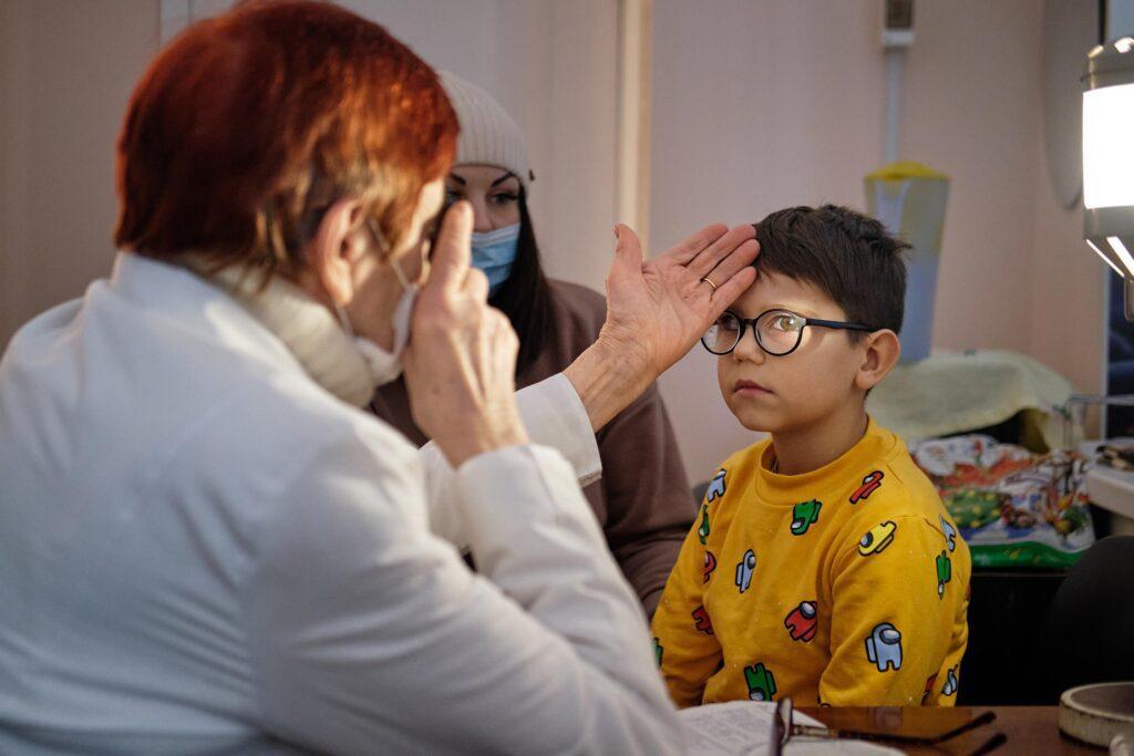 hallgrimsson doctor babushka 06 1024x683 - <b>Доктор Бабуся.</b> Офтальмологиня пів століття працює в Інституті офтальмології — фотоісторія Заборони - Заборона