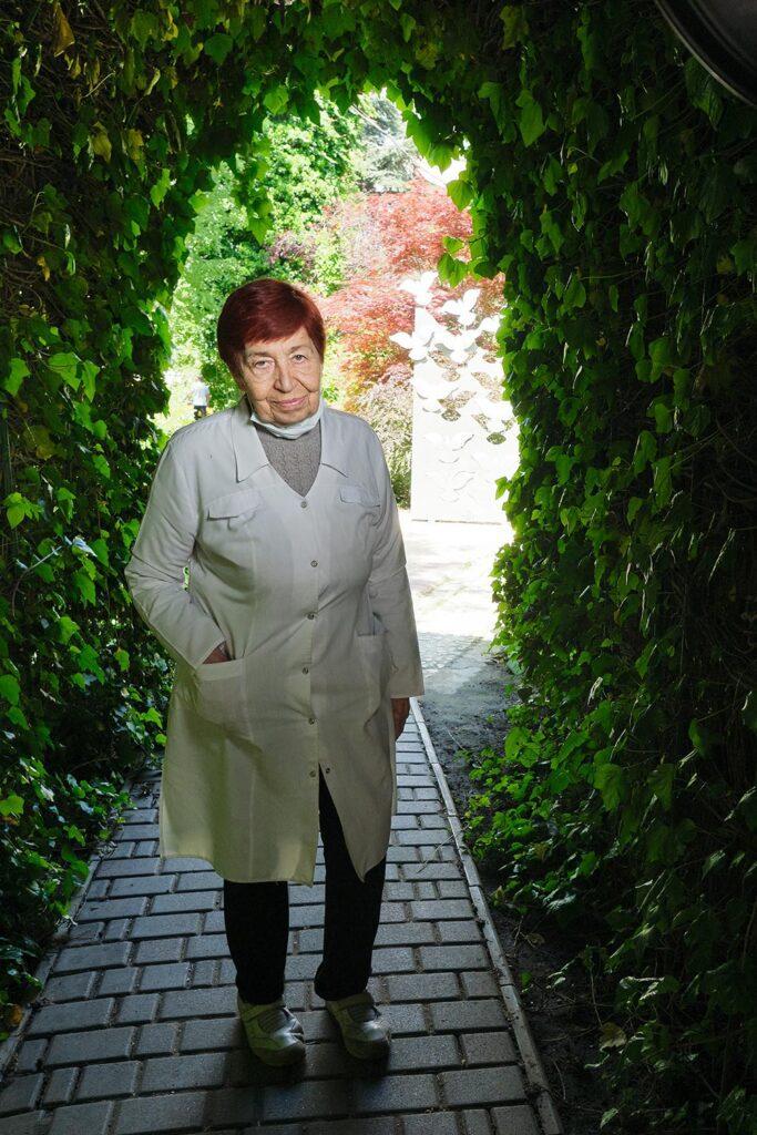 hallgrimsson doctor babushka 07 683x1024 - <b>Доктор Бабуся.</b> Офтальмологиня пів століття працює в Інституті офтальмології — фотоісторія Заборони - Заборона
