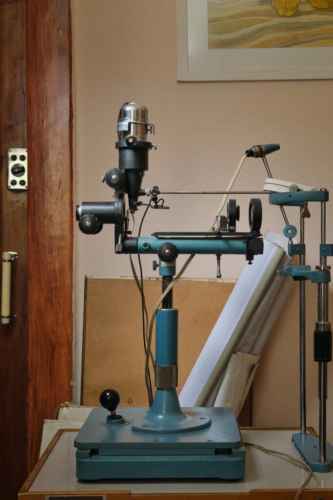 hallgrimsson doctor babushka 09 683x1024 - <b>Доктор Бабуся.</b> Офтальмологиня пів століття працює в Інституті офтальмології — фотоісторія Заборони - Заборона