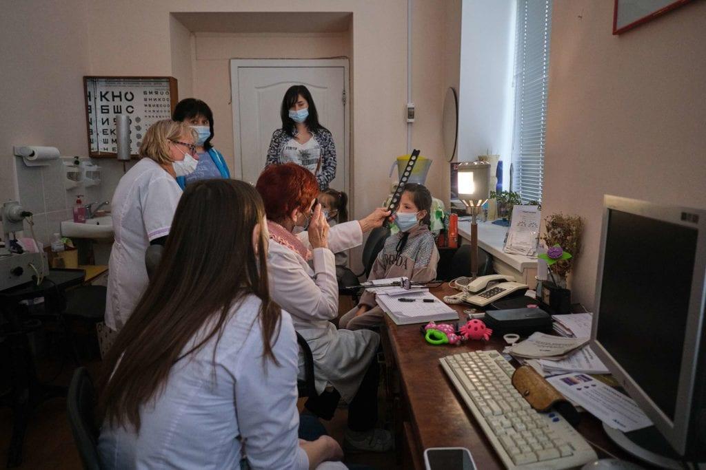 hallgrimsson doctor babushka 12 1024x683 - <b>Доктор Бабуся.</b> Офтальмологиня пів століття працює в Інституті офтальмології — фотоісторія Заборони - Заборона
