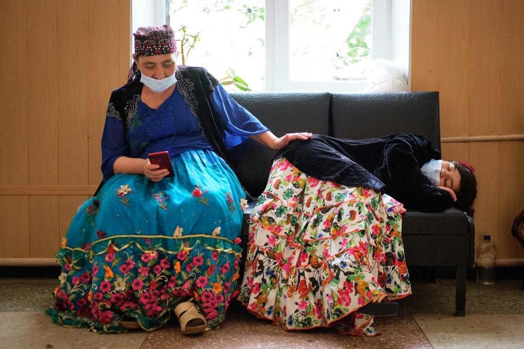 hallgrimsson doctor babushka 15 1024x683 - <b>Доктор Бабуся.</b> Офтальмологиня пів століття працює в Інституті офтальмології — фотоісторія Заборони - Заборона