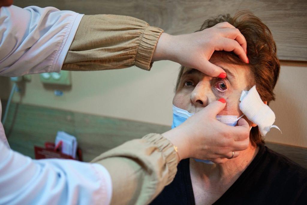 hallgrimsson doctor babushka 17 1024x683 - <b>Доктор Бабуся.</b> Офтальмологиня пів століття працює в Інституті офтальмології — фотоісторія Заборони - Заборона