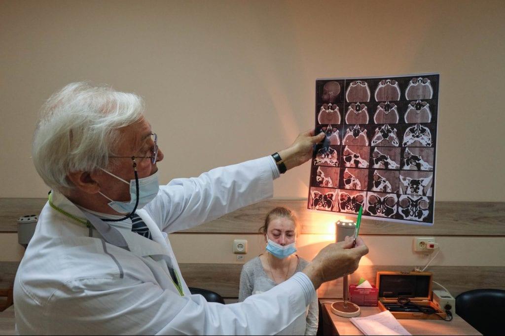 hallgrimsson doctor babushka 18 1024x683 - <b>Доктор Бабуся.</b> Офтальмологиня пів століття працює в Інституті офтальмології — фотоісторія Заборони - Заборона