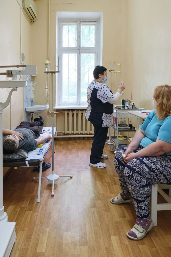 hallgrimsson doctor babushka 20 683x1024 - <b>Доктор Бабуся.</b> Офтальмологиня пів століття працює в Інституті офтальмології — фотоісторія Заборони - Заборона