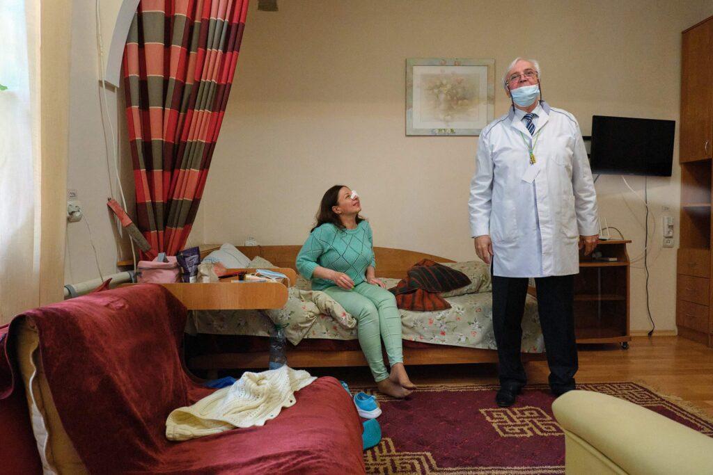hallgrimsson doctor babushka 21 1024x683 - <b>Доктор Бабуся.</b> Офтальмологиня пів століття працює в Інституті офтальмології — фотоісторія Заборони - Заборона