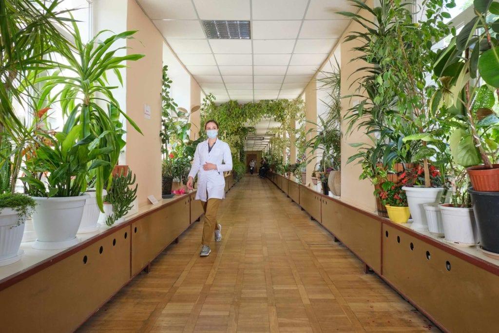 hallgrimsson doctor babushka 23 1024x683 - <b>Доктор Бабуся.</b> Офтальмологиня пів століття працює в Інституті офтальмології — фотоісторія Заборони - Заборона