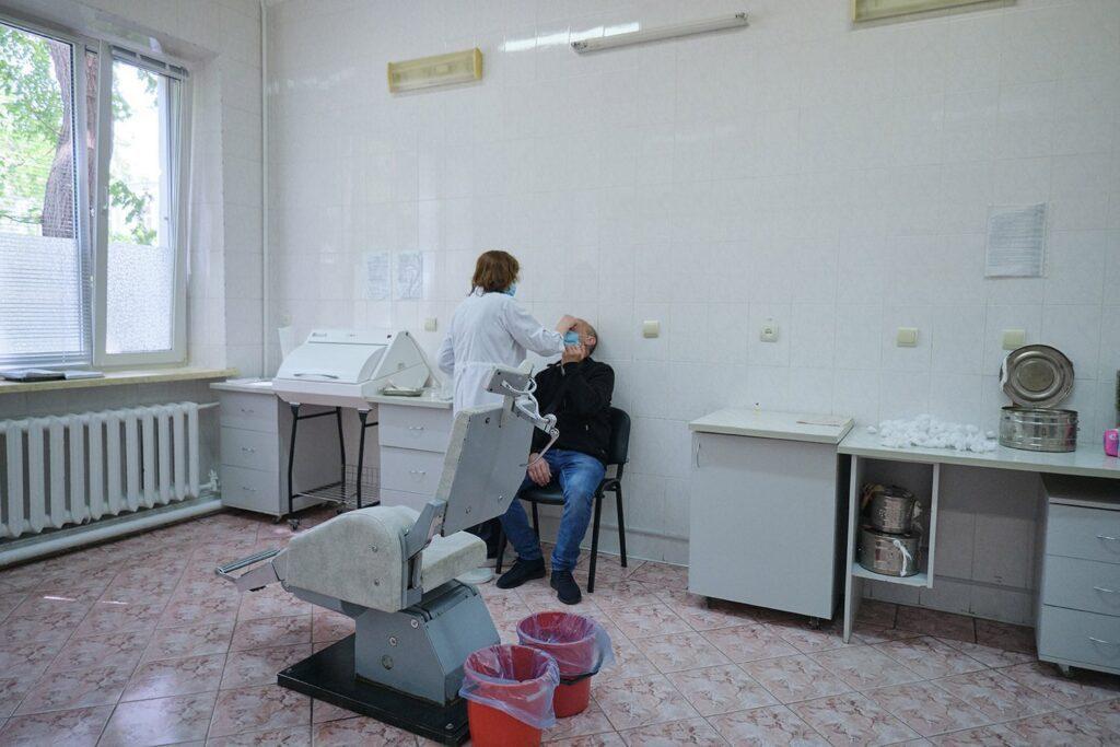 hallgrimsson doctor babushka 27 1024x683 - <b>Доктор Бабуся.</b> Офтальмологиня пів століття працює в Інституті офтальмології — фотоісторія Заборони - Заборона