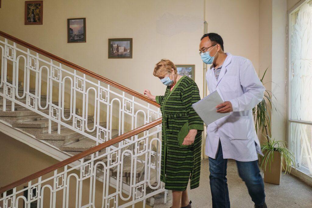 hallgrimsson doctor babushka 29 1024x683 - <b>Доктор Бабуся.</b> Офтальмологиня пів століття працює в Інституті офтальмології — фотоісторія Заборони - Заборона