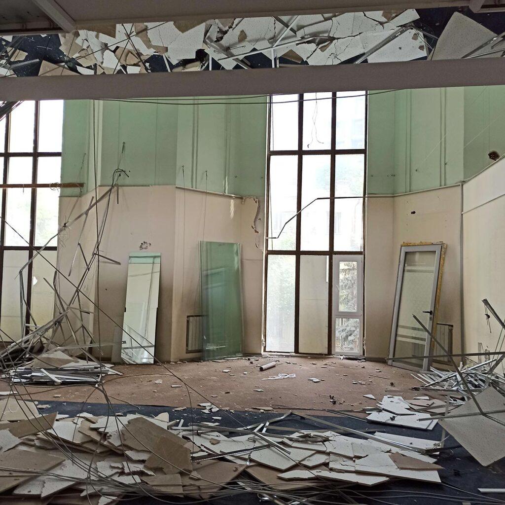 img 20210622 161120 1024x1024 - <b>«Квіти України».</b> В центре Киева снова разрушают здание, но называют это реставрацией - Заборона