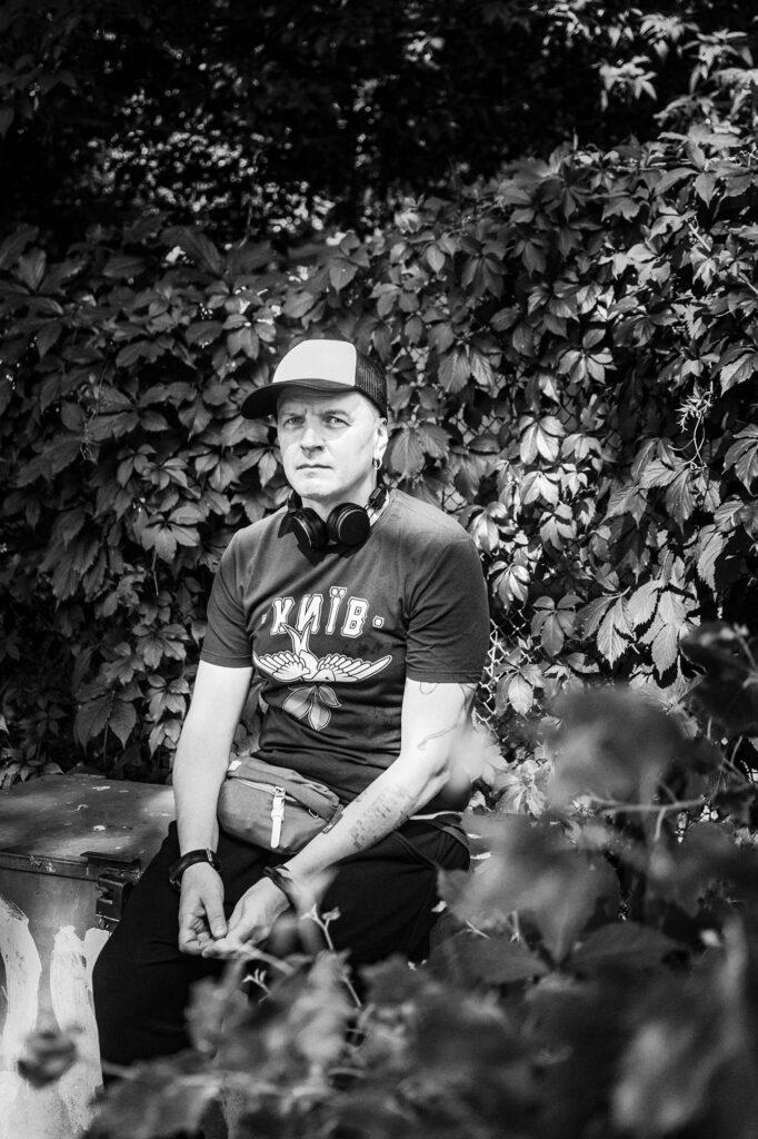 slepakov 305 682x1024 - <b>«Грузовики» и «Вагоновожатые».</b> Как Антон Слепаков создал новый стиль в украинской музыке и стал зеркалом поколения - Заборона