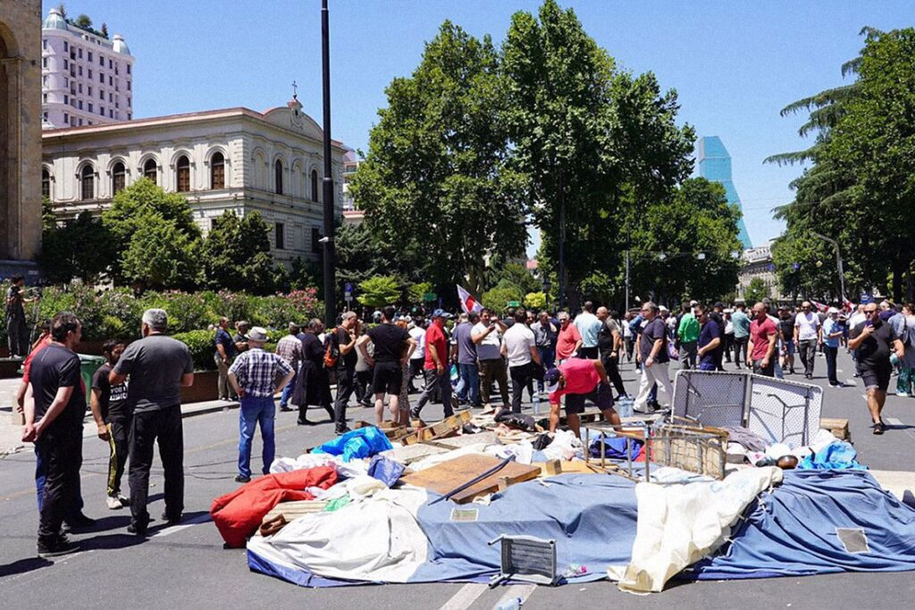 tbilisi pride 16 1024x683 - <b>Gay Pride in Tbilisi has been viciously attacked.</b> Authorities turned a blind eye as participants and journalists were beaten - Заборона