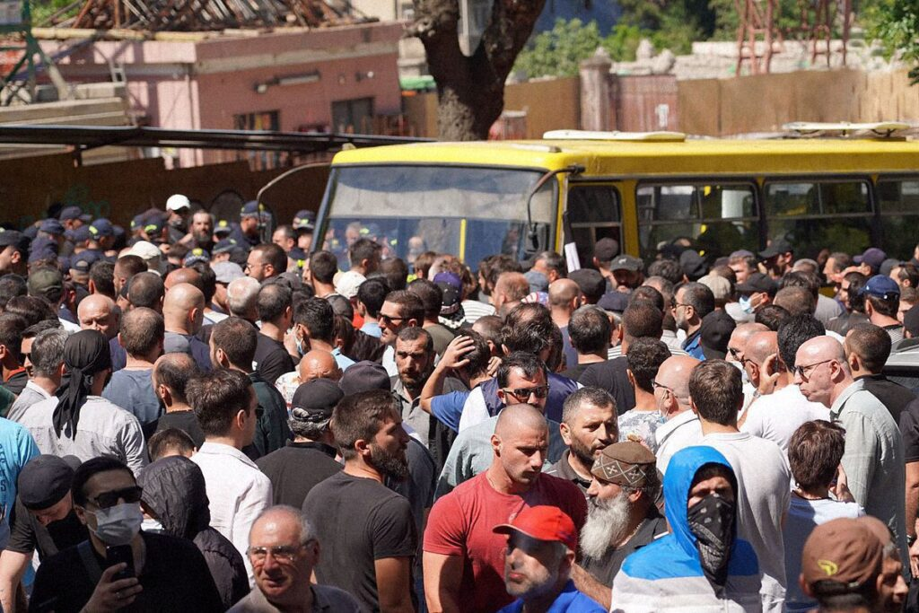 tbilisi pride 40 1024x683 - <b>Gay Pride in Tbilisi has been viciously attacked.</b> Authorities turned a blind eye as participants and journalists were beaten - Заборона