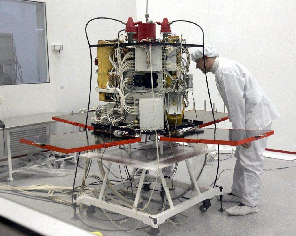 ukraines sputnik sich 07 1024x816 - <b>Украина планирует покорить космос спутником «Сич-2-30», но он может не долететь до орбиты.</b> Расследование Забороны - Заборона