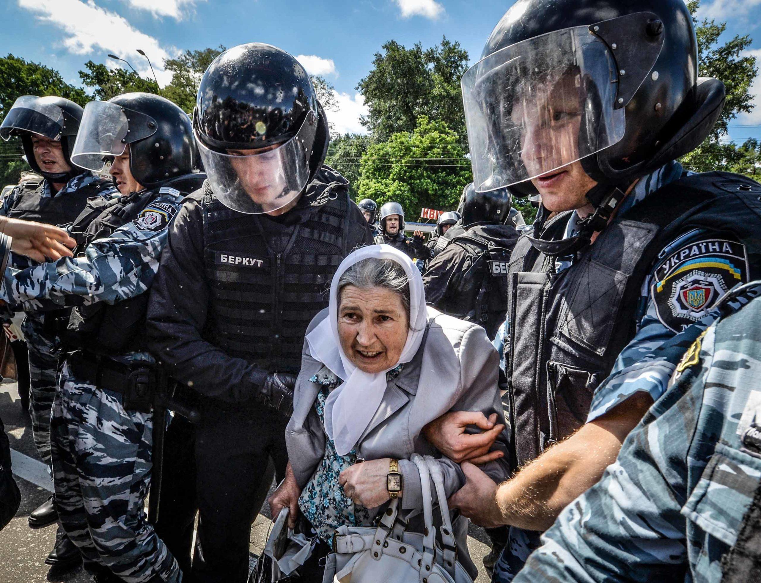 gettyimages 169457833 scaled - <b>«Донбас-квір».</b> Як активіст із Бахмута дав голос ЛГБТ-спільноті Донбасу - Заборона