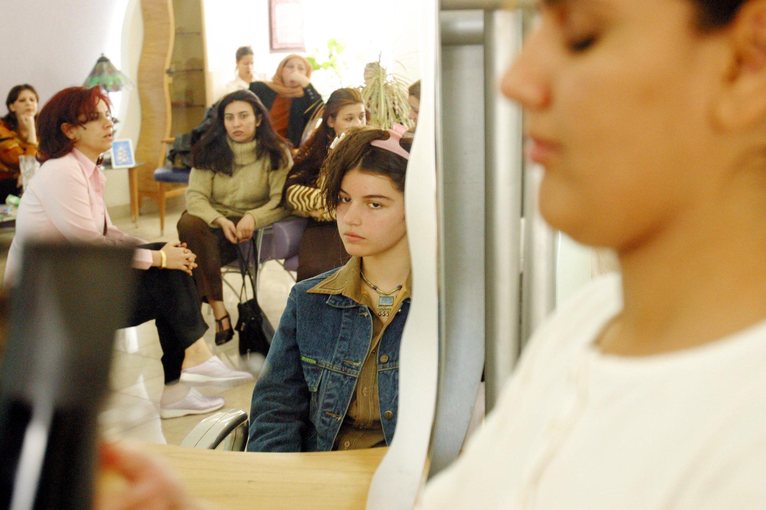 gettyimages 576839382 scaled - <b>Українка поїхала до Іраку працювати манікюрницею, потрапила в трудове рабство й померла від коронавірусу</b> - Заборона