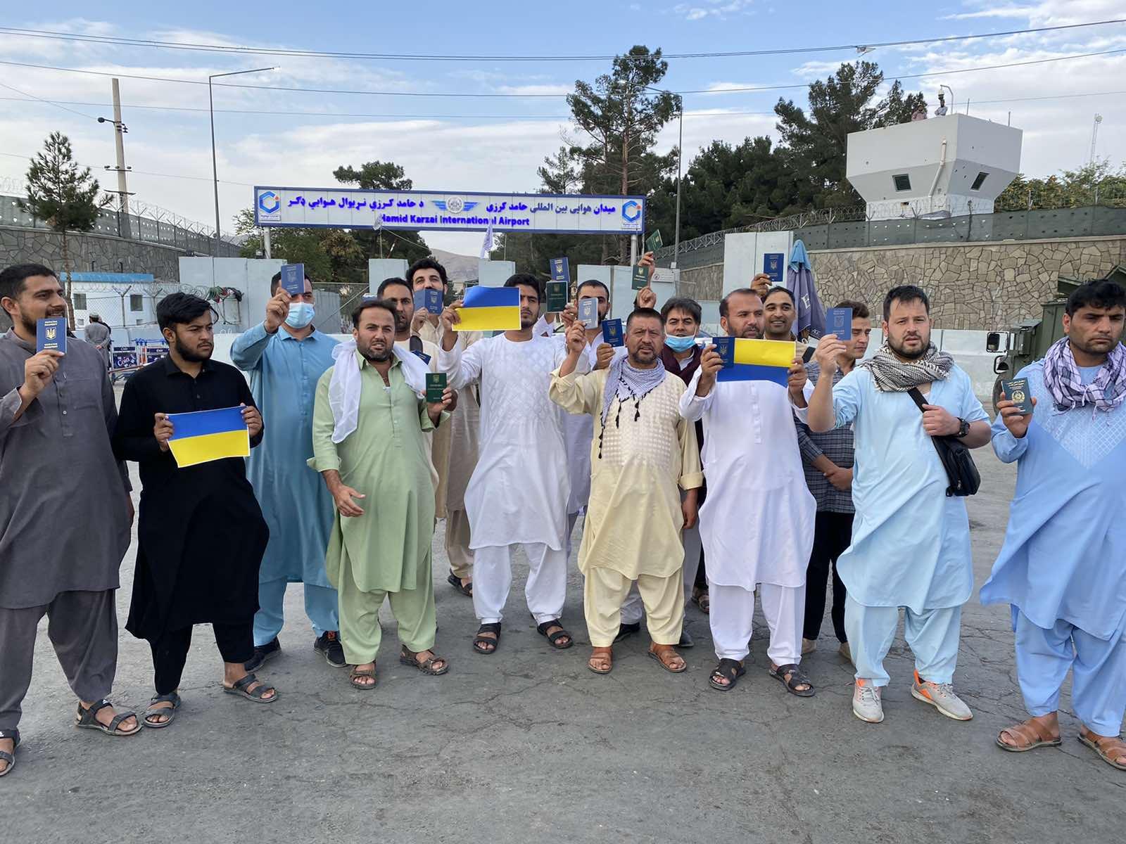 Громадяни України очікують евакуації з Афганістану відтоді, як «Талібан» захопив владу в країні.