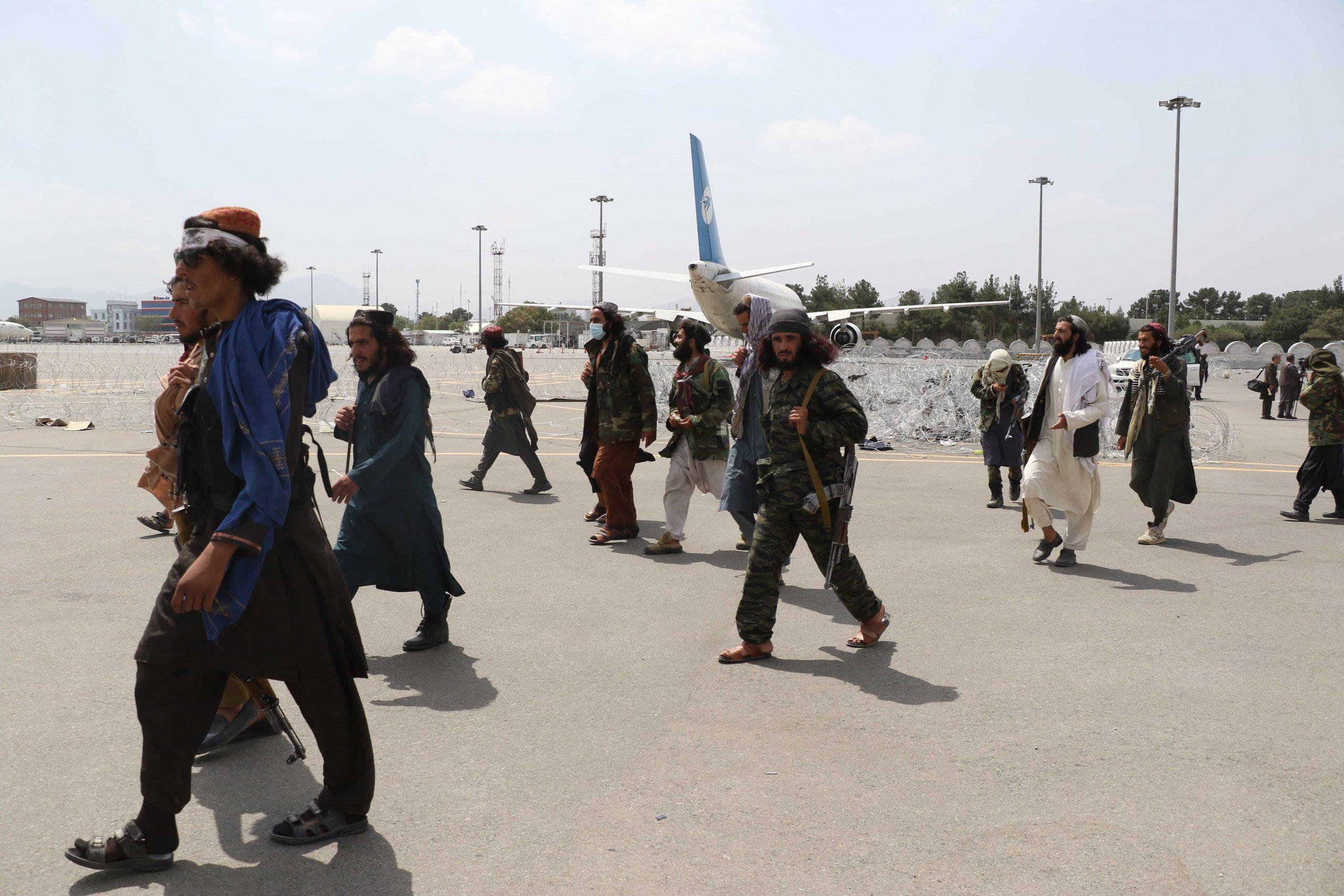ukrainians in afganistan gettyimages 1234977687 scaled - <b>Громадяни України чекають на евакуацію з Афганістану, багатьом загрожує смерть.</b> Ми поговорили з цими сім'ями - Заборона