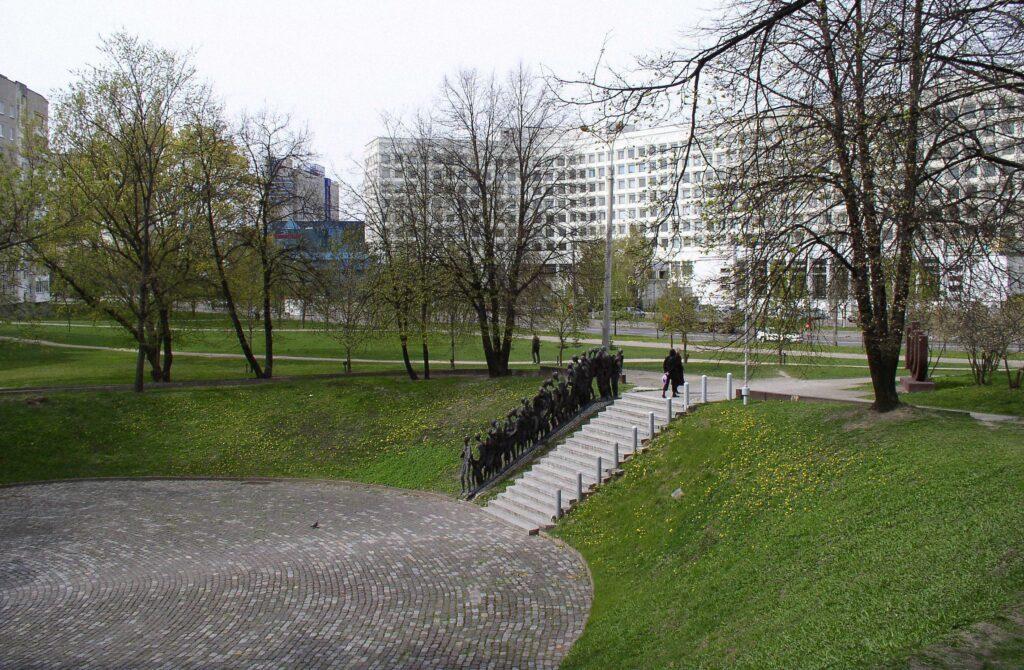 belarus minsk memorial pit 2 1024x670 - <b>Бабин Яр дав нацистам план масових убивств. Аушвіц став продовженням — </b>розповідаємо про головні меморіали Голокосту - Заборона