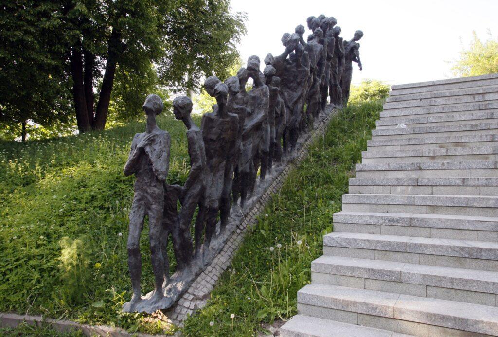gettyimages 117475151 1024x693 - <b>Бабин Яр дав нацистам план масових убивств. Аушвіц став продовженням — </b>розповідаємо про головні меморіали Голокосту - Заборона