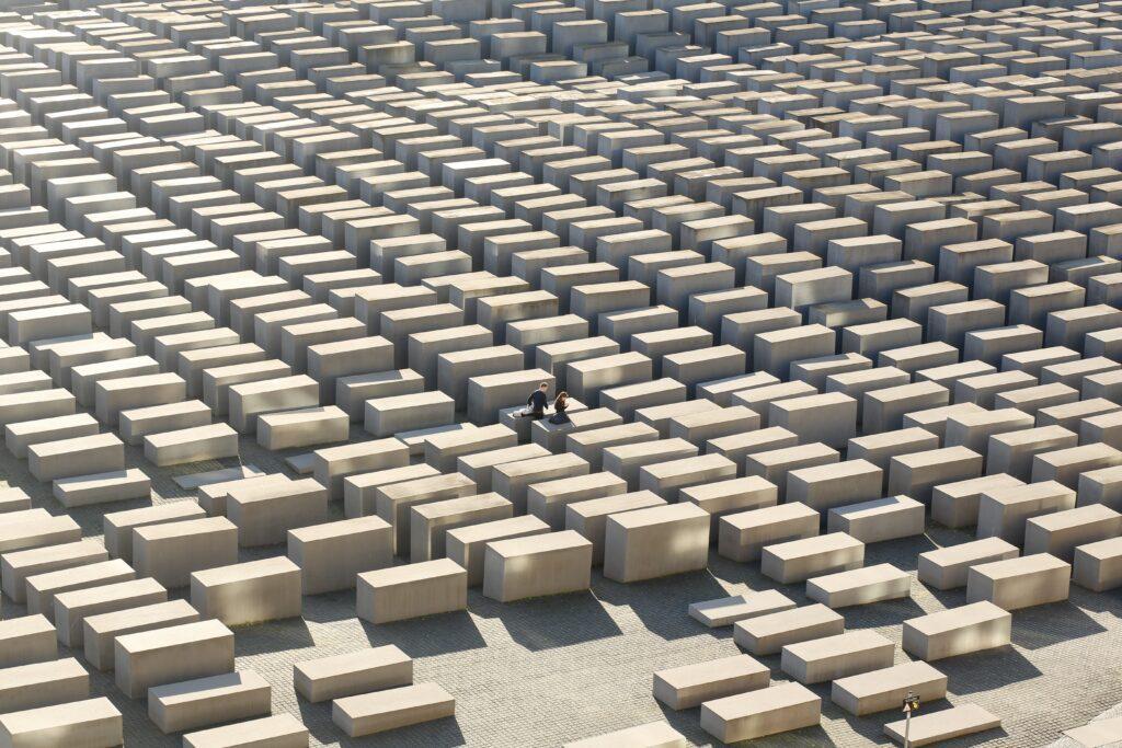 gettyimages 1193896307 1024x683 - <b>Бабин Яр дав нацистам план масових убивств. Аушвіц став продовженням — </b>розповідаємо про головні меморіали Голокосту - Заборона