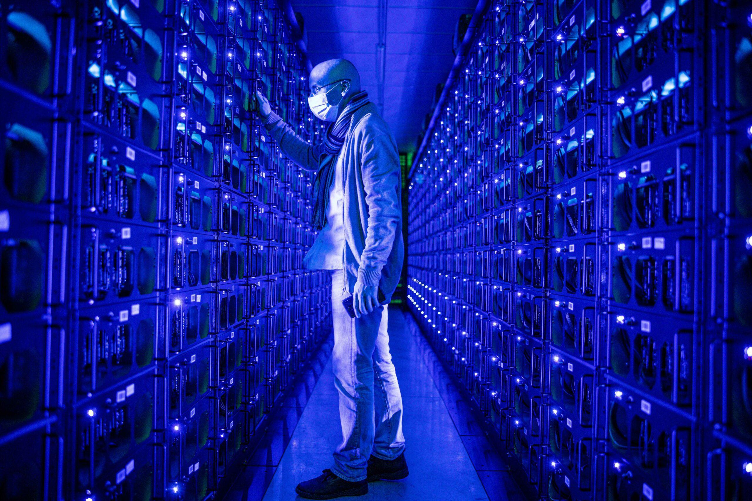 gettyimages 1230723417 scaled - <b>В Україні почне діяти закон, який регулюватиме обіг криптовалюти.</b> Чому він потрібен та чи будуть зміни в користуванні цифровими грошима в Україні - Заборона