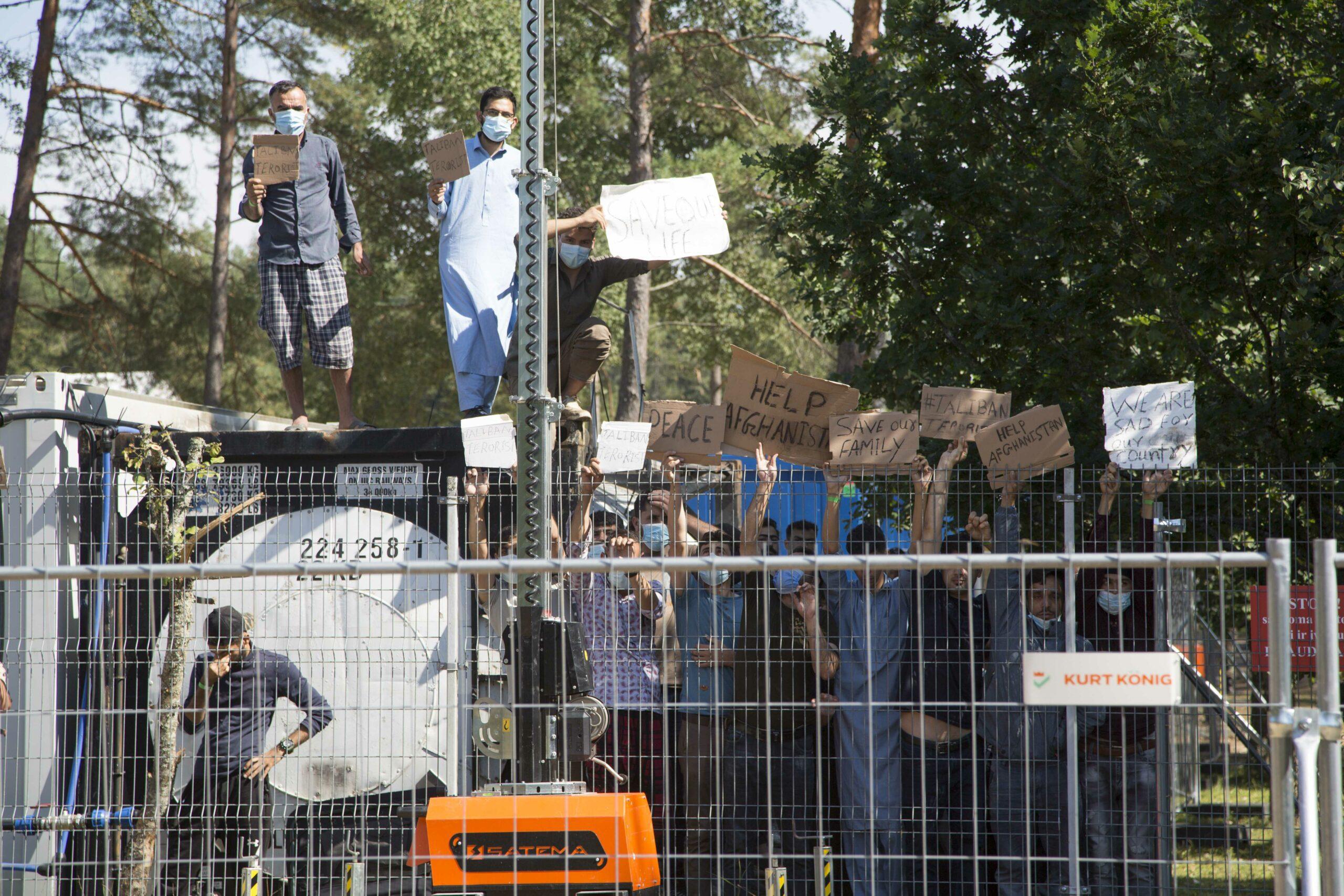 gettyimages 1234738156 scaled - <b>В Україну прямують 5 тисяч біженців з Афганістану.</b> Чи ні? Варто очікувати міграційної кризи? Відповідаємо на головні питання - Заборона