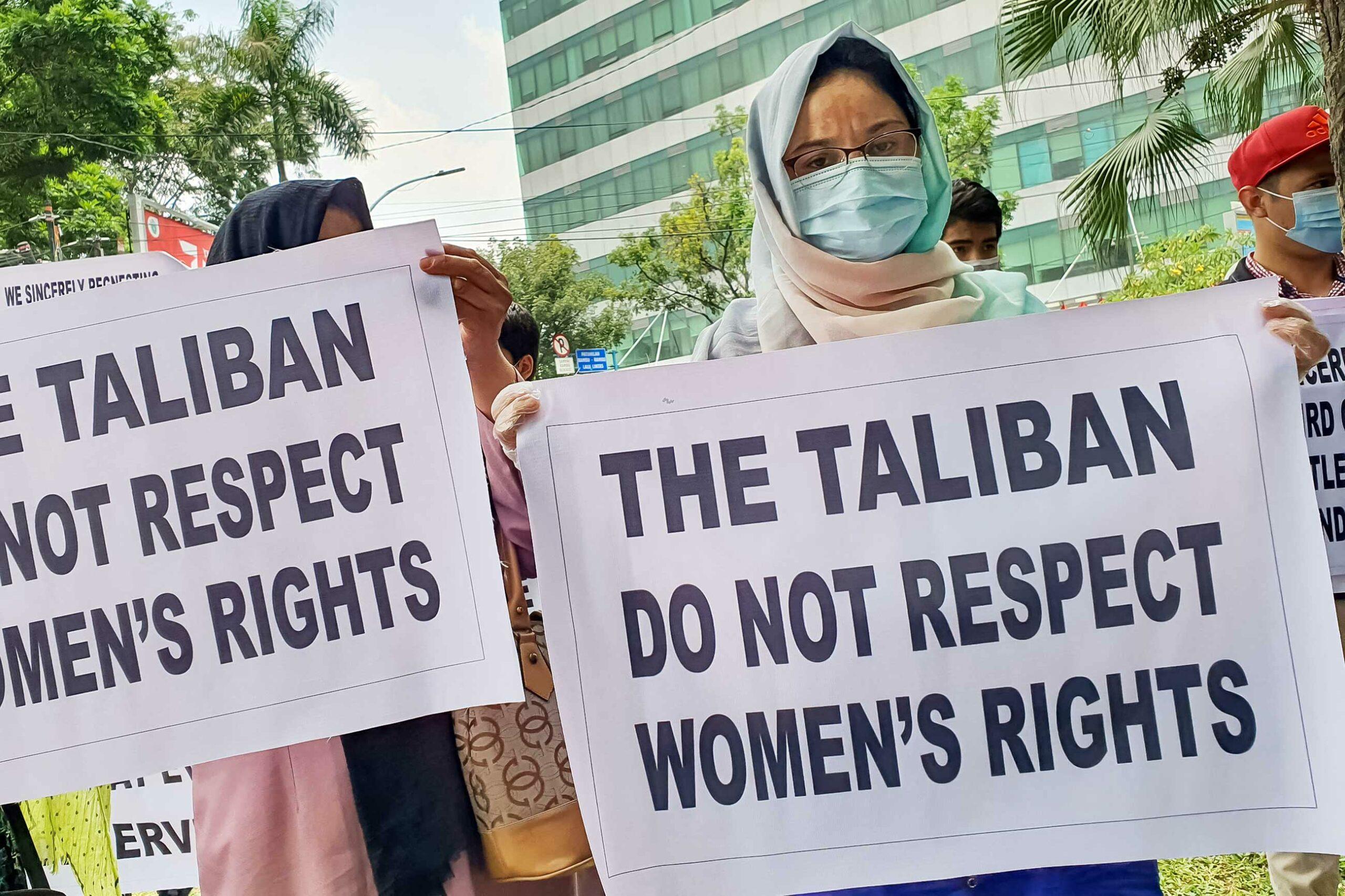 gettyimages 1235096948 scaled - <b>Жінки Афганістану майже тиждень протестують за рівні права.</b> «Талібан» пустив у хід кийки та сльозогінний газ - Заборона
