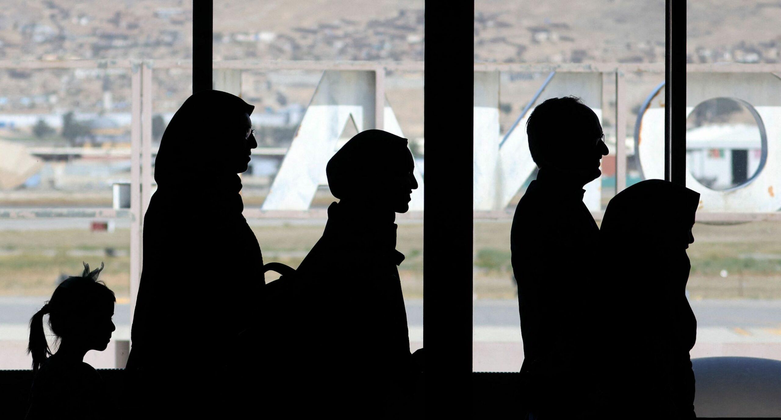 В Україну збирається летіти евакуаційний рейс з Афганістану. Попередня спроба забрати громадян провалилася через підроблені документи