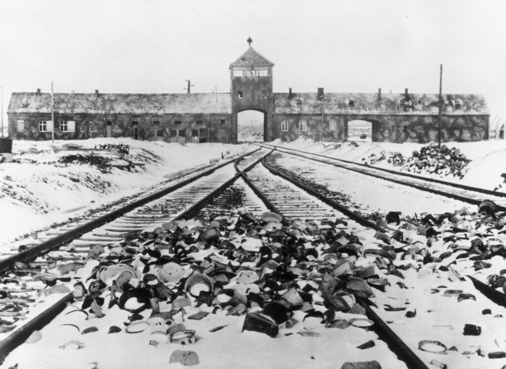 gettyimages 3225628 1024x747 - <b>Бабин Яр дав нацистам план масових убивств. Аушвіц став продовженням — </b>розповідаємо про головні меморіали Голокосту - Заборона