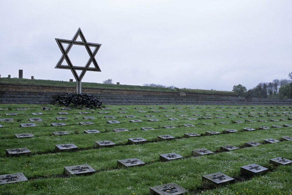 gettyimages 453887716 1024x684 - <b>Бабин Яр дав нацистам план масових убивств. Аушвіц став продовженням — </b>розповідаємо про головні меморіали Голокосту - Заборона