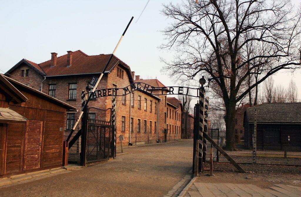 gettyimages 51922856 1024x670 - <b>Бабин Яр дав нацистам план масових убивств. Аушвіц став продовженням — </b>розповідаємо про головні меморіали Голокосту - Заборона