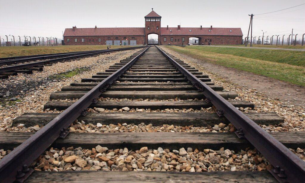 gettyimages 51922858 1024x616 - <b>Бабин Яр дав нацистам план масових убивств. Аушвіц став продовженням — </b>розповідаємо про головні меморіали Голокосту - Заборона