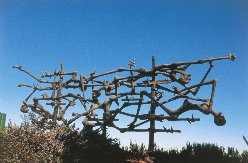 gettyimages 89175191 1024x673 - <b>Бабин Яр дав нацистам план масових убивств. Аушвіц став продовженням — </b>розповідаємо про головні меморіали Голокосту - Заборона
