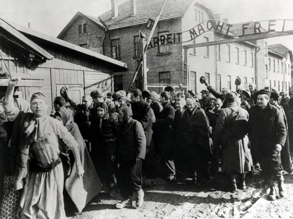 gettyimages 89237003 1024x765 - <b>Бабин Яр дав нацистам план масових убивств. Аушвіц став продовженням — </b>розповідаємо про головні меморіали Голокосту - Заборона