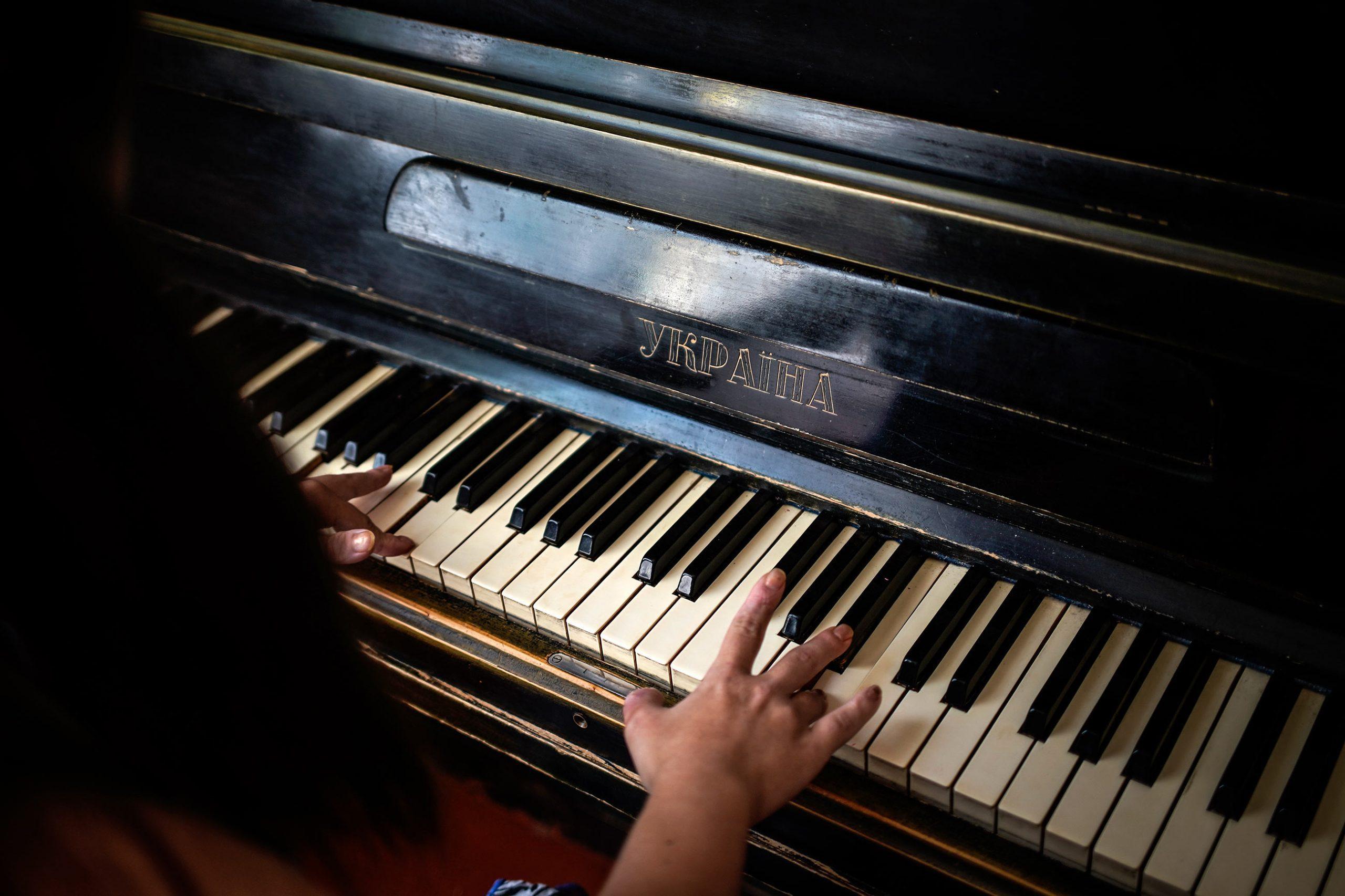 tch7214 scaled - <b>Музыка для Лизы.</b> Как пианистка с синдромом Дауна и ее мама борются за право на образование - Заборона